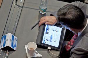 Foto referencial. Lector de prensa digital
