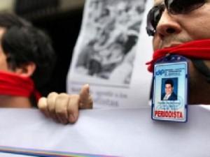 Comunicadores en la calle contra censura y maltratos